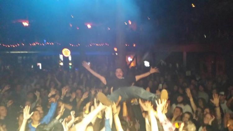 crowdsurf